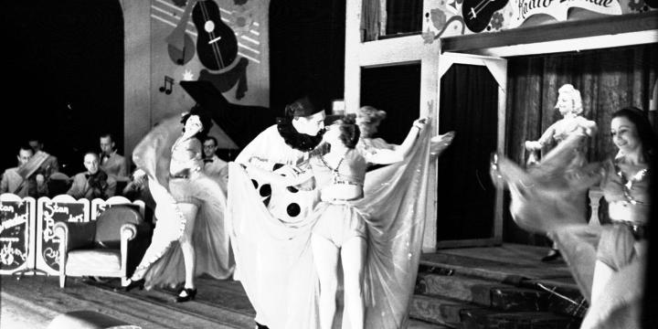Revue théâtre des Galeries à Bruxelles, 1943, Collection Spronk : photo d'Otto Kropf, photographe officiel de la propagande allemande, photo n°100034 © CegeSoma/Archives de l'Etat.