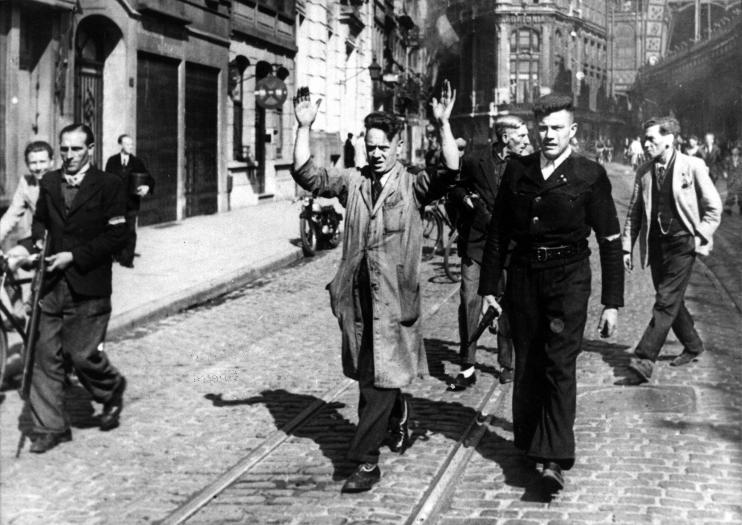 Antwerp. Arrest of collaborators in the Pelikaanstraat on 4/9/1944. Photo no. 28.403, copyright CegeSoma/State Archives.